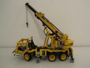 Pneumatic Crane Truck A8